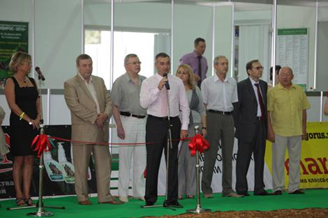 Геннадий Селезнев (второй слева) на выставке ЭКВИРОС-2010