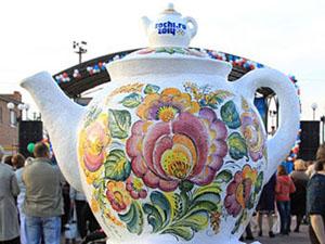 Чайник «Богатырь» украшен не только классическими Семикаракорскими узорами, но и логотипом Олимпийских зимних игр 2014 года в Сочи