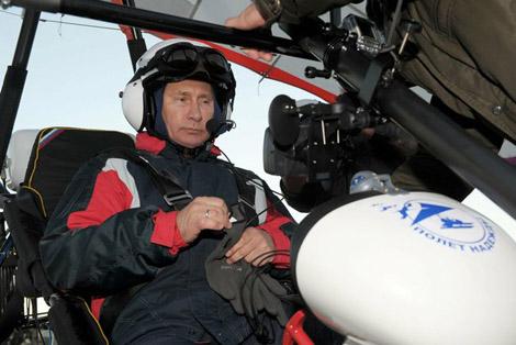 Полет надежды: Путин научил белых журавлей летать