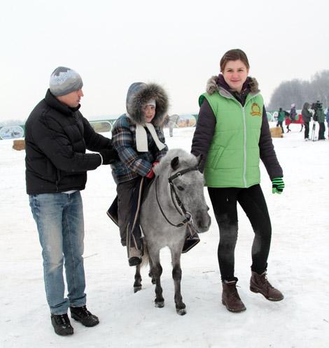 Покататься на пони в Национальном конном парке «Русь»