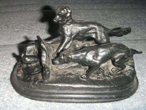 Чернильница  «Собаки на стойке». Автор П.В. Серегин  (по модели П.-Ж. Мена