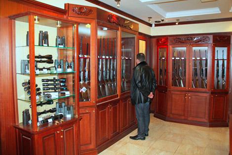 Гладкоствольное охотничье оружие, нарезноеохотничье оружие, аксессуары для охотничьего оружия. Benelli, Beretta,Browning, Merkel, Winchester, Anschutz, Heym, Sako, и многие другиевеликие имена.