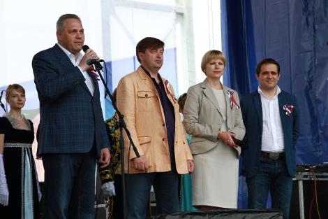 Гостей праздника приветствуют Президент Национального Фонда Святого Трифона В.М. Беленький, Председатель<span id=