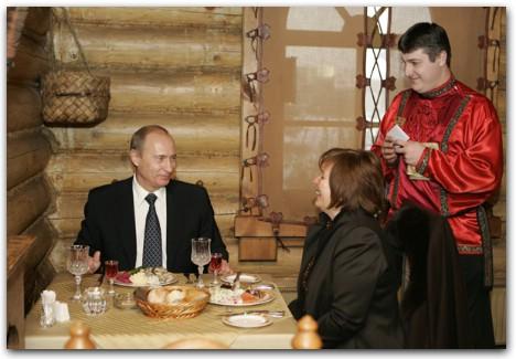 Путин в ресторане, путин ужинает, путин с женой