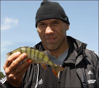 Архив Реклама Вакансии Контакты Валуев отдыхает от тренировок на рыбалке