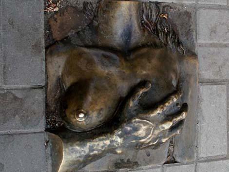 Памятник груди Ростов-на-Дону