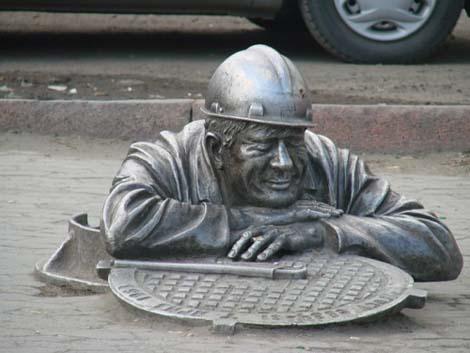 Памятник водопроводчику Омск