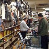 Больше половины россиян - за разрешение продажи короткоствольного оружия законопослушным гражданам
