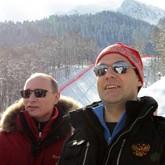 Медведев поручил удвоить поток туристов в Россию