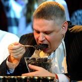 В Москве прошел чемпионат по поеданию черной икры